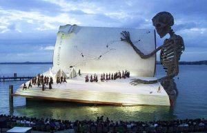Ci crediate o no, questo è un palco d'opera galleggiante...a Bregenz.